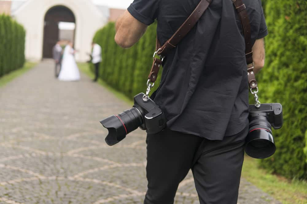 How to Become A Wedding Photographer - equipment -dslrad